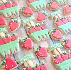 Lve these strawberry farmer's market themed cookies! Cutters from Cute Cookies, Cupcake Cookies, Fruit Cookies, Cupcakes, Iced Cookies, Strawberry Cookies, Summer Cookies, Royal Icing Cookies, Birthday Cookies