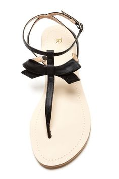 Super dainty and sweet bow sandals. Pretty Shoes, Cute Shoes, Me Too Shoes, Shoes Flats Sandals, Black Sandals, Bootie Boots, Shoe Boots, Kinds Of Shoes, Crazy Shoes