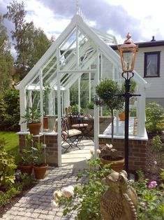 Glashaus Victorian Greenhouse How To Choose Fine Linens For Your Home Article Body: Nothing changes Backyard Greenhouse, Greenhouse Growing, Greenhouse Plans, Large Greenhouse, Greenhouse Wedding, Growing Plants Indoors, Grow Lights For Plants, Victorian Greenhouses, Garden Cottage