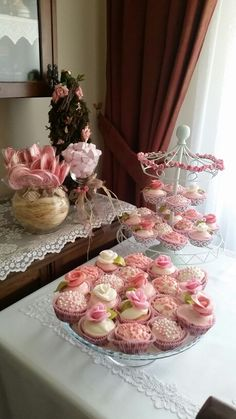 #homemade #cupcake #engament #ideas #concept #rose #pink