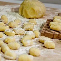 Gnocchi di patate al fornohttp://www.tribugolosa.com/ricetta-63609-gnocchi-di-patate-al-forno.htm
