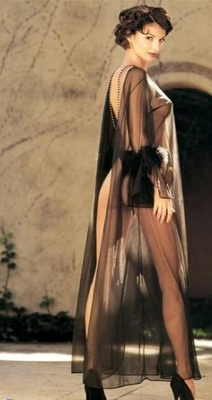 silk-goddess:  Silk Goddess: An erotic archive of lingerie, swimwear, fashion, haute couture, and body art