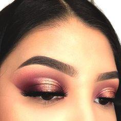 cranberry-eyeshadow-makeup-christmas-makeup-ideas - Haare , Make-up und Nägel Glitter Makeup, Glam Makeup, Makeup Inspo, Makeup Inspiration, Beauty Makeup, Makeup Ideas, Makeup Tutorials, Makeup Box, Bride Makeup
