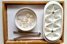 Winter Activities for Kids: Montessori inspired practical life and fine motor activities by Welcome to Mommyhood 5 Senses Activities, Motor Activities, Winter Activities For Kids, Toddler Activities, Montessori Trays, Penguins And Polar Bears, Montessori Practical Life, Winter Christmas, Fine Motor