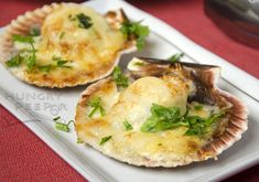 Fresh Hokkaido scallops baked with gruyere cheese, mayonnaise and herbs.