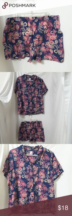 """Liz Claiborne Pajamas Shorts Set Size Large He's adorable Liz Claiborne print short pajamas are in great condition. 100% cotton Chest 21"""" Length from shoulder to hem 25"""" Bottoms: Waist 16"""" unstretched Instead 4"""" Side seam length 13""""  My home is smoke-free and pet-free.  Check out the other items in my closet and bundle two or more items for a great bundle discount.  I consider all offers.  Happy POSHING!  Location f Liz Claiborne Intimates & Sleepwear Pajamas"""