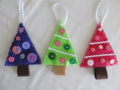 felt Christmas tree craft -- smart, easy craft to work with grandkids! Diy Felt Christmas Tree, Felt Christmas Decorations, Christmas Holidays, Homemade Christmas, Christmas Colors, Merry Christmas, Felt Crafts, Holiday Crafts, Felt Tree