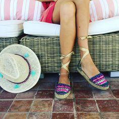 #Sombrero y #alpargatas de diseño y artesanas @carinavalentina 👣👣👣✨✨✨ #firmadebolsos #mochilas #bolsos #bolsodemano #bolsosdelujo #carterademano #clutch #bohochic #espardeñas #luxury #lujo #elegant #mujer #style #bolsosartesanos #diseñadoradealpargatas #diseñodealpargatas #artesania #diseñadoradebolsos @flashmoda_tve #diseñadoravalenciana #modafemenina #bolsosdediseño #valencia #madeinspain #coloresfofi #handmade #carinavalentina
