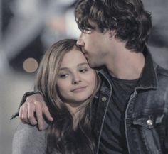 Mia and Adam :) (Chloe Grace Moretz and Jamie Blackley) Epic Movie, Love Movie, Movie Scene, Awesome Movies, If I Stay Movie, Famous Couples, Romance Movies, Chloe Grace Moretz, Iconic Characters