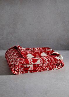 Christmas Hearts Printed Fleece Throw (150cm x 130cm)