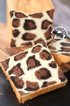 After made the giraffe patches bread loaf , my animals inspired bread loaf journey continue, this time i made Leopard patches bread loaf ^...