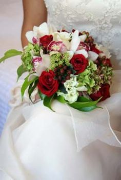 a type of bridal bouquet using red and green and white that i do not want