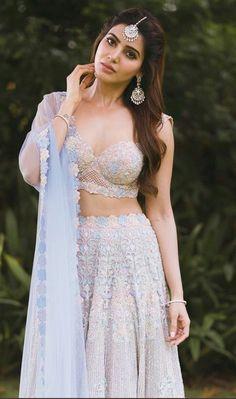 Samantha Ruth Prabhu is a seductive Tollywood actress. Mostly, she performed in South Indian cinema. Samantha Ruth gave the performance in superhit films. Beautiful Bollywood Actress, Beautiful Indian Actress, Beautiful Actresses, South Indian Actress, Dress Indian Style, Indian Dresses, Indian Outfits, Samantha Ruth, Samantha Photos