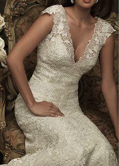 Elegant Exquisite Lace Mermaid V Neck Wedding Dress