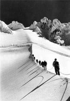 One great thing about shooting wintry scenes in black and white is how graphic the photographs become - Mazamas Making Their Way up the Hogsback towards the Summit of Mt. Hood, a Vintage Edition, is a perfect example of that. Vintage Ski, Vintage Winter, Mt Hood Oregon, Custom Baggers, Cat Art Print, Mountain Climbers, Monochrom, Look At You, Mountaineering