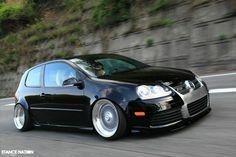 Golf Tips And Tricks For Beginners Vw R32, Volkswagen Golf Mk1, Jetta Mk5, Slammed Cars, Golf Mk2, Modified Cars, Car In The World, My Dream Car, Car Manufacturers