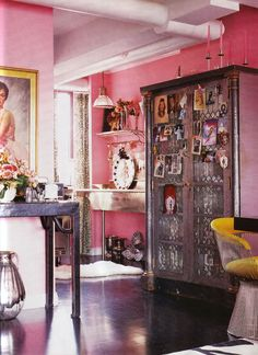 Silver and Pink and Dark wood.  And Betsey's wonderful style!