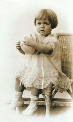 Marilyn Monroe/Norma Jeane, two years old, 1928 Vintage Children Photos, Vintage Photos, Vintage Kids, Howard Hughes, Norma Jean Marilyn Monroe, Jean Harlow, Norma Jeane, Studio Portraits, Look At You