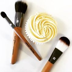 Cupcakes should definitely be a part of your beauty routine when getting ready for a big night out!  Beautiful shot by the beauty queens @qvsbeauty  #thecupcakequeens #qvsbeauty #beautytip #vanilla #glitter