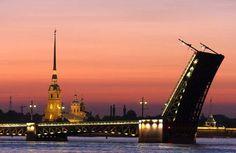 Petrohrad - otevírání mostů na Něvě St Petersburg Russia, Saint Petersburg, Presentation Design Template, Night Photos, Photo Library, Birds In Flight, Empire State Building, Cathedral, Tourism