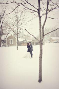 Oui Oui-boda invierno-boda nevada-novios nieve-beso-bucolica