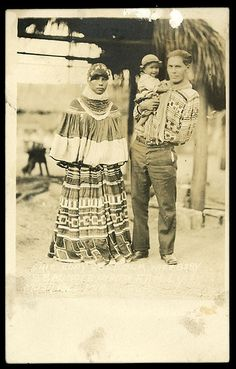 World of Ethno — Seminole Family, Florida Native American Photos, Native American History, Native American Indians, Seminole Patchwork, Seminole Indians, Georgie, Oklahoma, American Pride, American Women