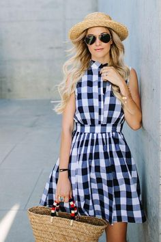 Preppy Flair – Fresh Gingham Outfit Ideas Perfect for Summer – Photos - Women Fashion Girlie Style, Aviators Women, Look Street Style, Gingham Dress, Mode Inspiration, Fashion Inspiration, Women's Fashion Dresses, Stylish Outfits, Teen Outfits