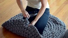 How to Crochet a Giant Circular Rug – No-Sew! (free pattern with video)