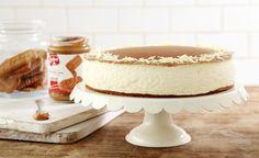 מתכון לעוגה קלילה שמצליחה לשלב בתוכה פעמיים עוגיות לוטוס קרמליות - גם בתחתית הפירורית וגם בציפוי עם ממרח לוטוס