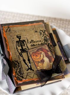 halloween mini - by erica rose