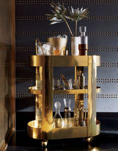 Luxury home bar design ideas Wine Chiller, Wine Decanter, Home Decor Furniture, Modern Furniture, Brass Bar Cart, Wine Purse, Make Your Own Wine, Wine Bucket, Luxury Bar