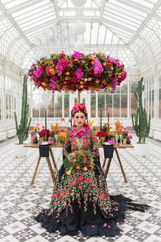 Inspired by Frida Kahlo colourful floral wedding editorial, dress by Joanne Fleming Design, photo by Roberta Facchini Frida Kahlo Party Decoration, Frida Kahlo Wedding, Frida Kahlo Birthday, Mode Ab 50, Mexican Themed Weddings, Mexican Wedding Traditions, Mexican Fiesta Party, Mexican Dresses, Wedding Colors