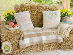 to Transform Straw Bales Into A Rustic Fall Lounger Find how to use inexpensive hay bales to create a cozy outdoor lounger.Find how to use inexpensive hay bales to create a cozy outdoor lounger. Fall Photo Booth, Rustic Photo Booth, Outdoor Loungers, Fall Carnival, Barn Parties, Hay Bales, Straw Bales, Farm Party, Bbq Party
