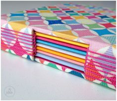 Caderno colorido! #tepires #colorful #butonhole #bookbinding #embroidery