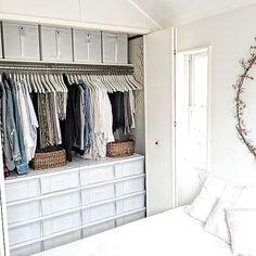 3LDKで、家族の、ベッド周り/IKEA/収納/クローゼットについてのインテリア実例。 「洗濯したりブラシをか...」 (2016-03-16 12:39:11に共有されました) Bedroom Closet Storage, Wardrobe Storage, Built In Wardrobe, Closet Space, Wardrobe Organisation, Small Closet Organization, Muji Storage, Storage Spaces, Japanese Bedroom