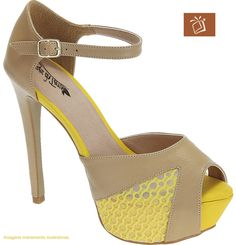 Sandália com meia pata, cabedal em sintético, forração em tecido cacharel, palmilha com latéx forrado em PU, solado e salto laqueado. Pág. 491 - Ref. MP624615A