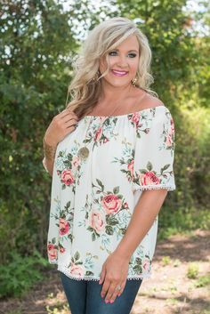 Newbury Floral Top adds a touch of charm everytime! This sweet top features a lively floral print with touches of lace trim along the sleeves and hemline. Mom Outfits, Spring Outfits, Casual Outfits, Fashion Outfits, Fashion Ideas, Fashion Trends, Curvy Fashion, Fashion Beauty, Gypsy Hair