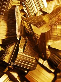 See more gold to inspire you for your interior design project! Look for more luxury home decor inspirations at  http://www.maisonvalentina.net/