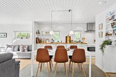 Miete Ferienhaus OH440 in Vidjeparken 85, Als Odde Danish Interior Design, Table, Furniture, Home Decor, Room Layouts, Living Area, Cottage House, Decoration Home, Room Decor