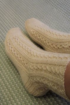 Slippers, Socks, Knitting, Southern, Fashion, Sock Knitting, Stockings, Moda, Sneakers