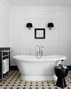 Le style Art déco apporte classe et originalité à la salle de bains. Découvrez nos 5 conseils pour adopter le style Art Déco dans votre salle de bains. Devon Devon, Style Retro, Vanity Units, Mosaic Wall, Classic Elegance, Eclectic Style, Clawfoot Bathtub, Fun Projects, Basin
