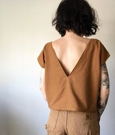 Introducing the double V top. Something I really want to incorporate into my work more is multiple uses and clothing that can be worn more… Diy Clothing, Sewing Clothes, Mode Style, Style Me, Look Fashion, Fashion Outfits, Feminine Fashion, Mode Top, Look Vintage