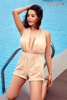 Raiza Wilson Hindi Actress, Tamil Actress Photos, Bollywood Actress, Raiza Wilson, Priya Bhavani Shankar, Amala Paul, Recent Movies, Kiara Advani, Telugu Cinema