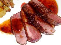 Magrets de canard sauce au vinaigre de framboise cuisson basse température Duck Recipes, French Food, Nutella, Barbecue, Delish, Steak, Bacon, Food And Drink, Pork