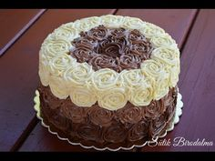 Csokoládé rózsás torta / How to: Chocolate rose cake (Sütik Birodalma) - YouTube Sweet Recipes, Cake Recipes, Chocolate Cake Designs, Chocolate Roses, Rose Cake, Cakes And More, Nutella, Fondant, Cake Decorating