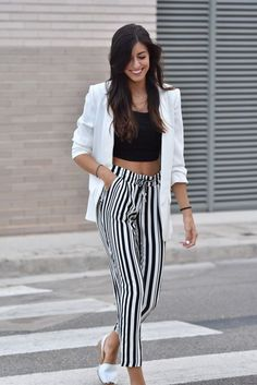 midilema.com | Autumn | Claudia Peris is wearing Zara stripped pants, Zara black crop top, Zara white blazer, white menorquinas from Marypaz, Aristocrazy necklace.