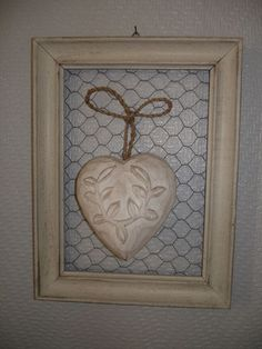 Coeur sur grillage à poule Plus Diy Décoration, Diy Crafts, Heart Diy, Creation Deco, Hobbies And Crafts, Picture Frames, Projects To Try, Shabby Chic, Creations