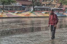 De frente a las adversidades. Colombian People, Cities, Indian Look, City