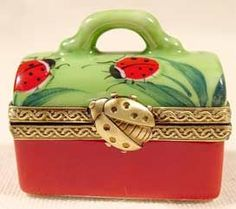 Lady Bug Bag by Limoges Ladybug Art, Limoges China, Antique Boxes, Pretty Box, China Painting, Tiny Treasures, Treasure Boxes, Little Boxes, Pill Boxes