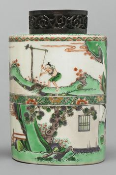 FAMILLE-VERTE TEA CANISTER, QING DYNASTY, 19TH CENTURY, cylindrical form, surmounted by a short neck, painted with scenes depicting rice and silk cultivation, wood cover. H 6 1/4  in.
